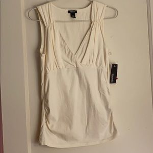 NWT Kenneth Cole cream v-neck top size: XS
